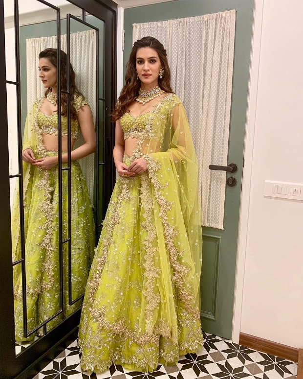 Kriti Sanon in Anushree Reddy for Diwali 2018 bash (3)
