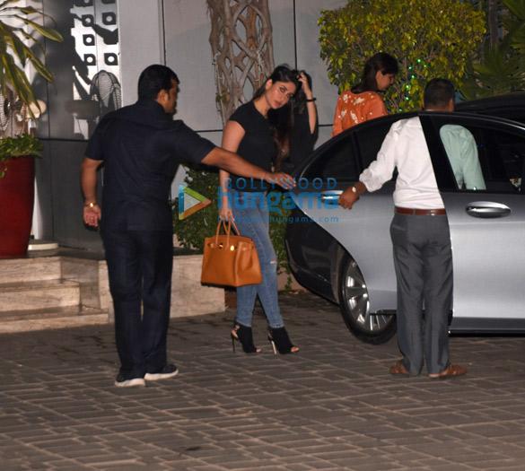 Shah Rukh Khan, Kareena Kapoor Khan, Amitabh Bachchan and others snapped at the airport (2)