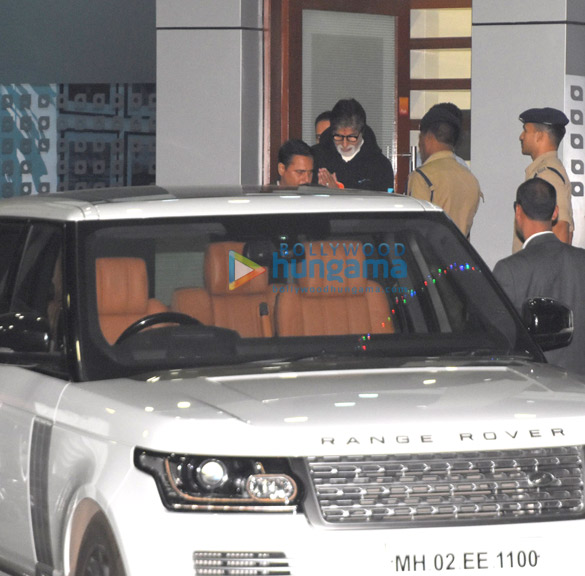 Shah Rukh Khan, Kareena Kapoor Khan, Amitabh Bachchan and others snapped at the airport (3)