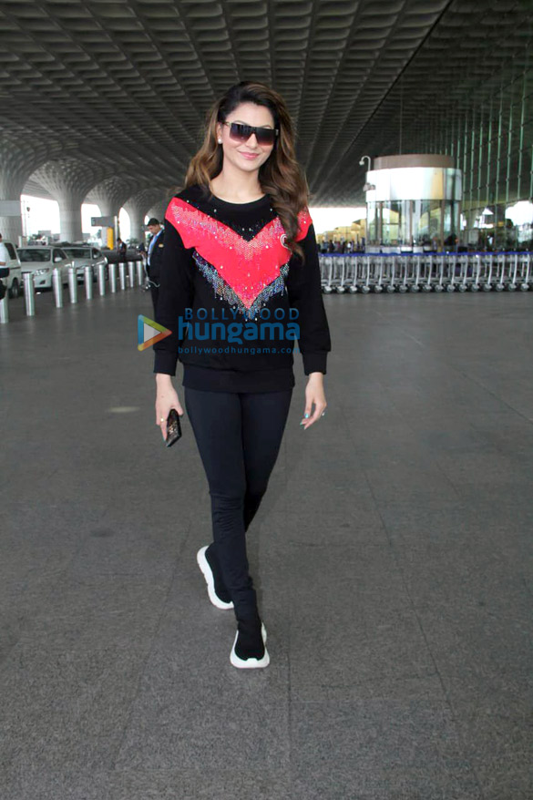 Shah Rukh Khan, Kareena Kapoor Khan, Amitabh Bachchan and others snapped at the airport3 (1)