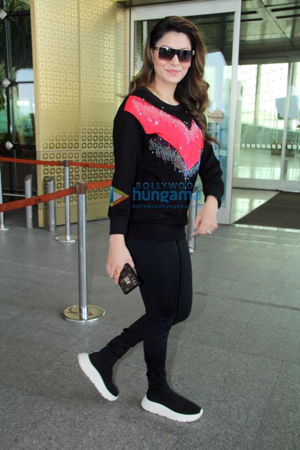 Shah Rukh Khan, Kareena Kapoor Khan, Amitabh Bachchan and others snapped at the airport3 (3)