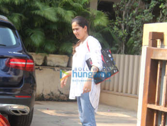 Shahid Kapoor, Mira Rajput and Misha Kapoor snapped in Juhu