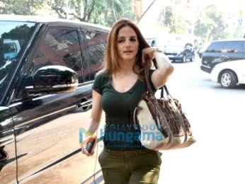 Shamita Shetty, Sussanne Khan and Twinkle Khanna spotted at Kromakay at Juhu
