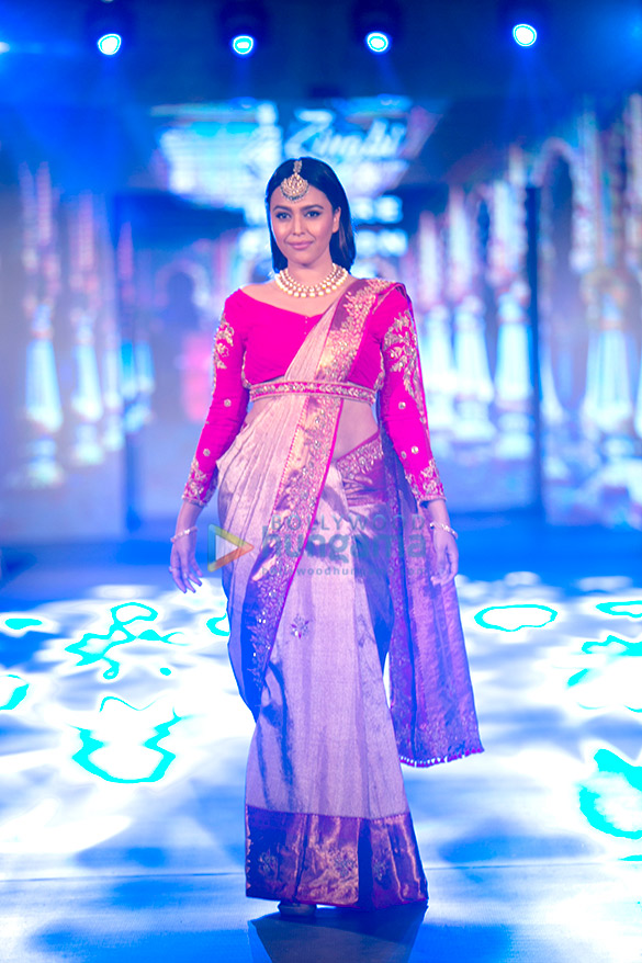 Swara Bhaskar walk the ramp for Arpitha Randeep's at Mysore Fashion Week Season 5