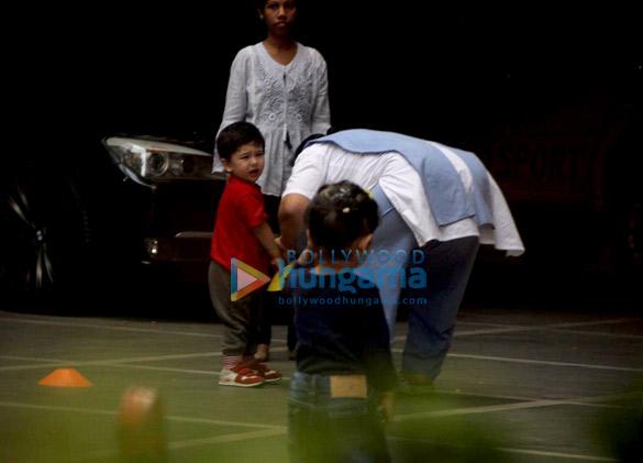 Taimur Ali Khan spotted in play school (3)