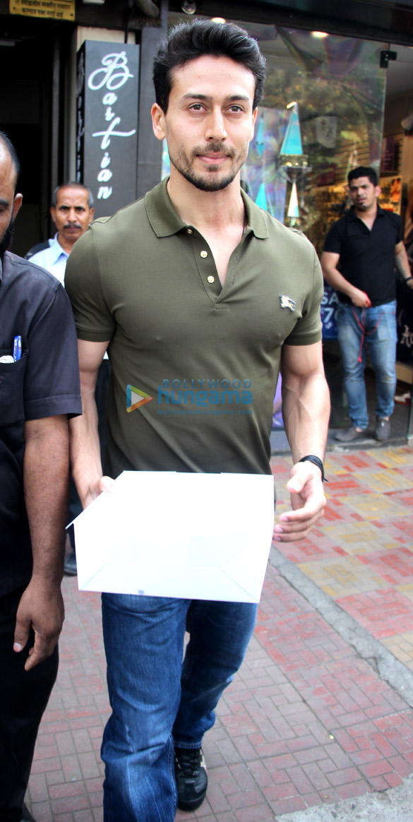 Tiger Shroff and Disha Patani spotted at Bastian in Bandra (1)