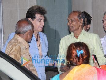 Jeetendra meet fans at Juhu