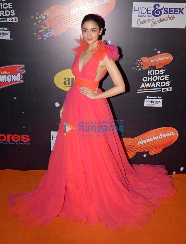 Alia Bhatt in Gauri and Nainika for Nickleodeon Kids Choice Awards 2018 (2)