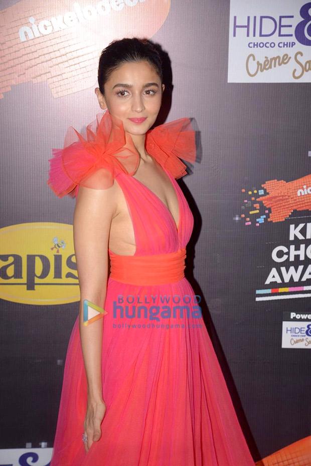 Alia Bhatt in Gauri and Nainika for Nickleodeon Kids Choice Awards 2018 (4)