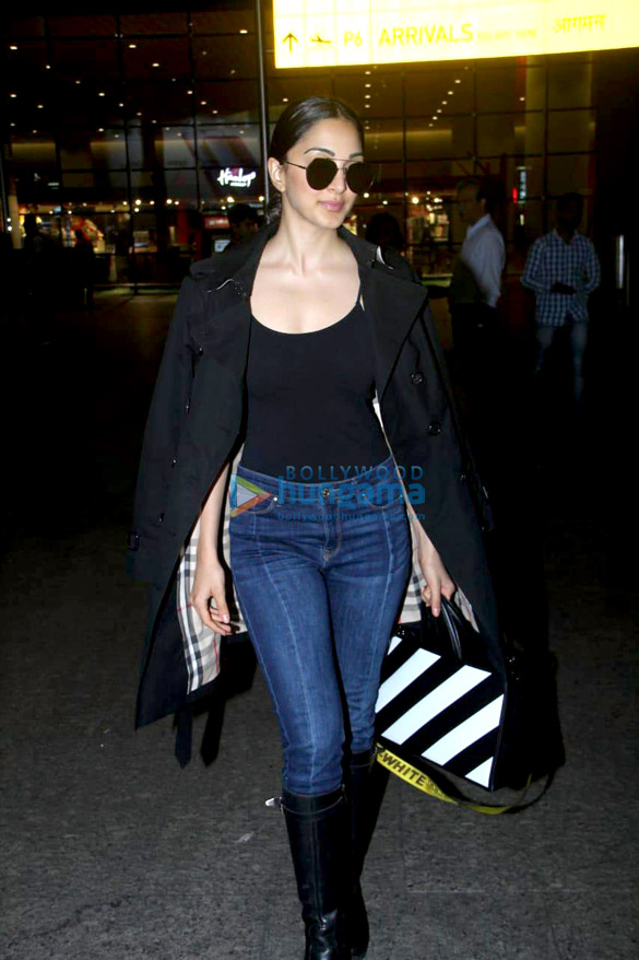 Sara Ali Khan, Sushant Singh Rajput, Sonnalli Seygall and others snapped at the airport (2)