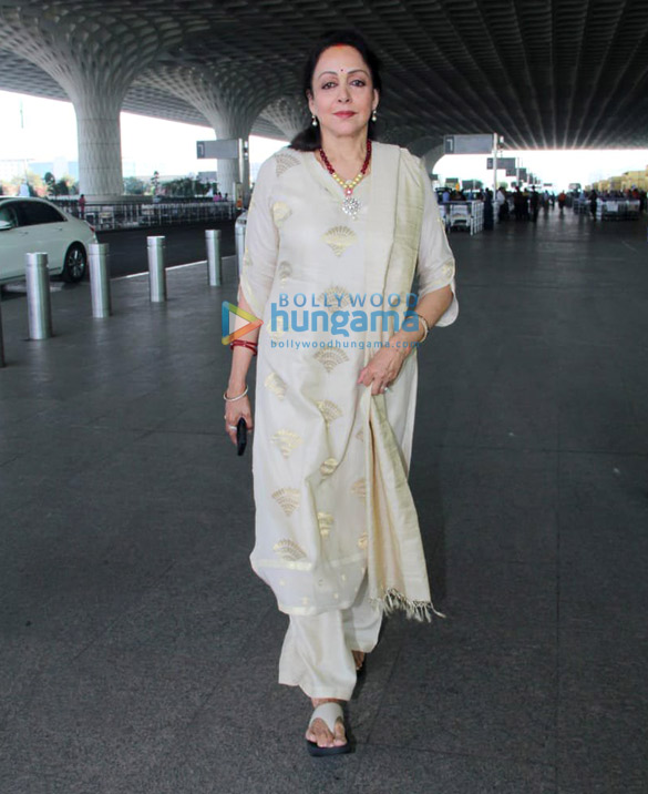 Sara Ali Khan, Sushant Singh Rajput, Sonnalli Seygall and others snapped at the airport2 (1)