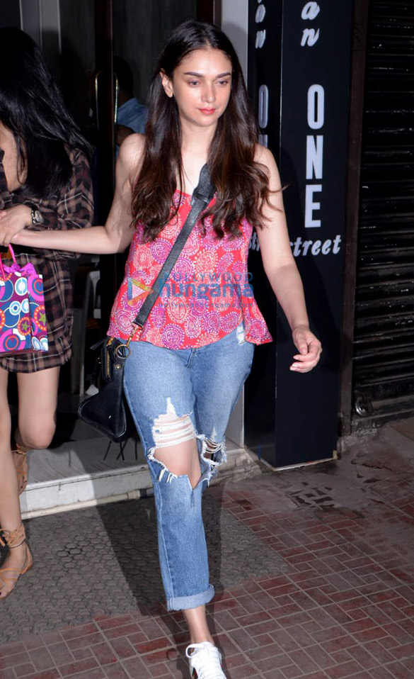 Sonakshi Sinha and Aditi Rao Hydari spotted at Bastian in Bandra (6)
