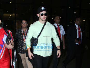 Sunny Leone, Anil Kapoor, Arjun Kapoor and others snapped at the airport