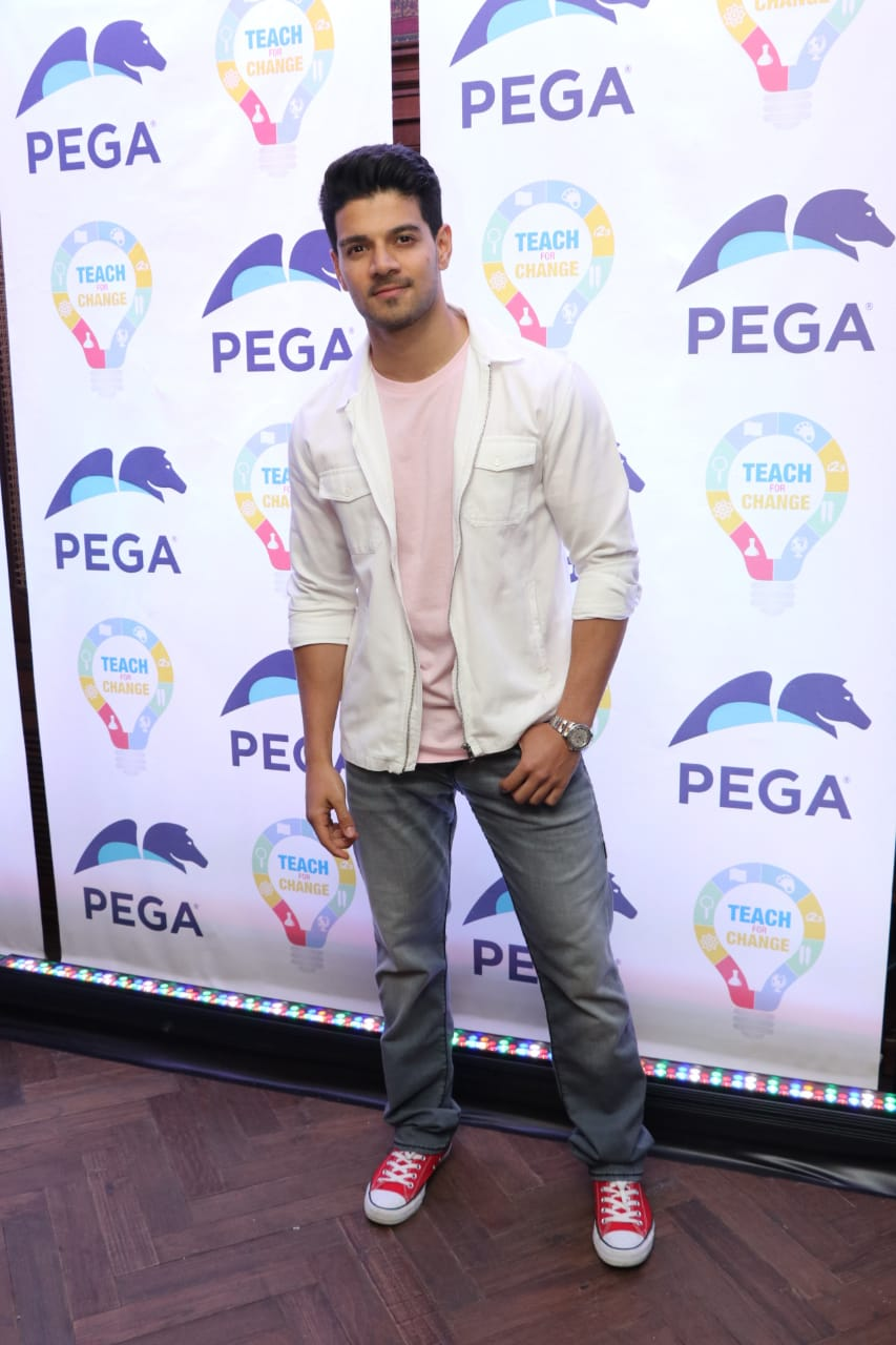 Adah Sharma, Rhea Chakraborty, Taapsee Pannu and others grace 'Pega Teach For Change' event
