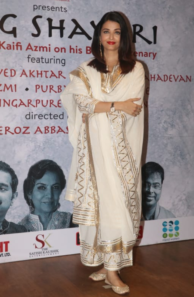 Aishwarya Rai Bachchan in Sukriti and Aakriti for Raag Shayari premier (1)