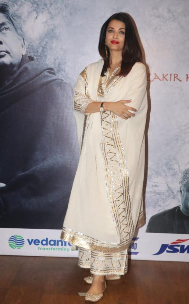 Aishwarya Rai Bachchan in Sukriti and Aakriti for Raag Shayari premiere (3)