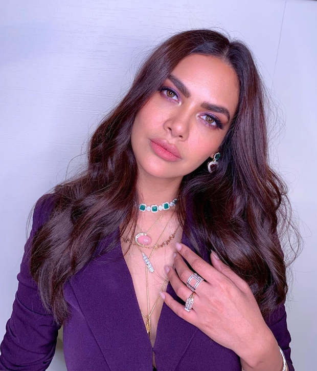 Esha Gupta in Nikhil Thampi suit for Get Dirty song launch (2)