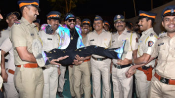 Ranveer Singh gets bashed on Instagram for his inappropriate picture with police officials at Umang 2019