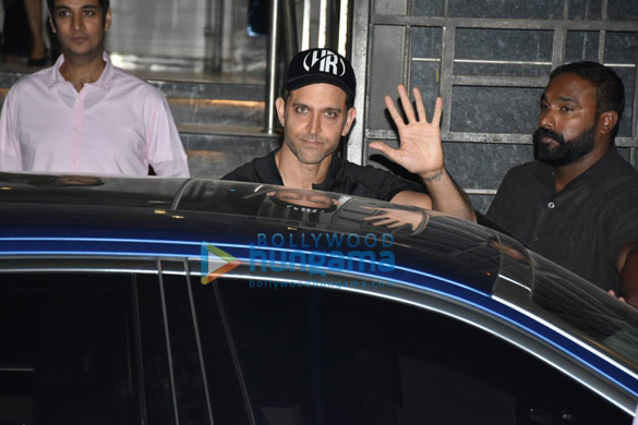 Hrithik Roshan spotted at gym in Juhu (1)