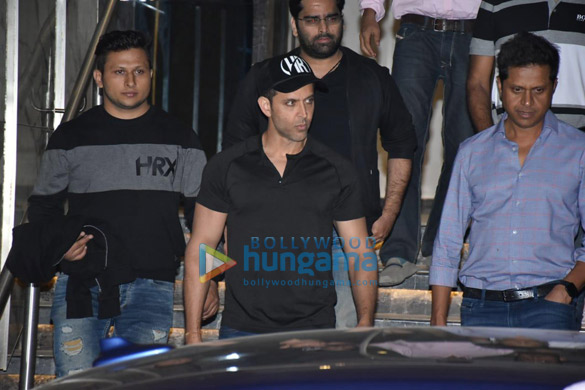 Hrithik Roshan spotted at gym in Juhu (5)