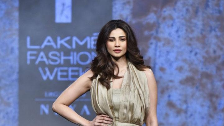 Adorable Daisy Shah Walk The Ramp at Lakme Fashion Week Day 4 for Kanchan Show