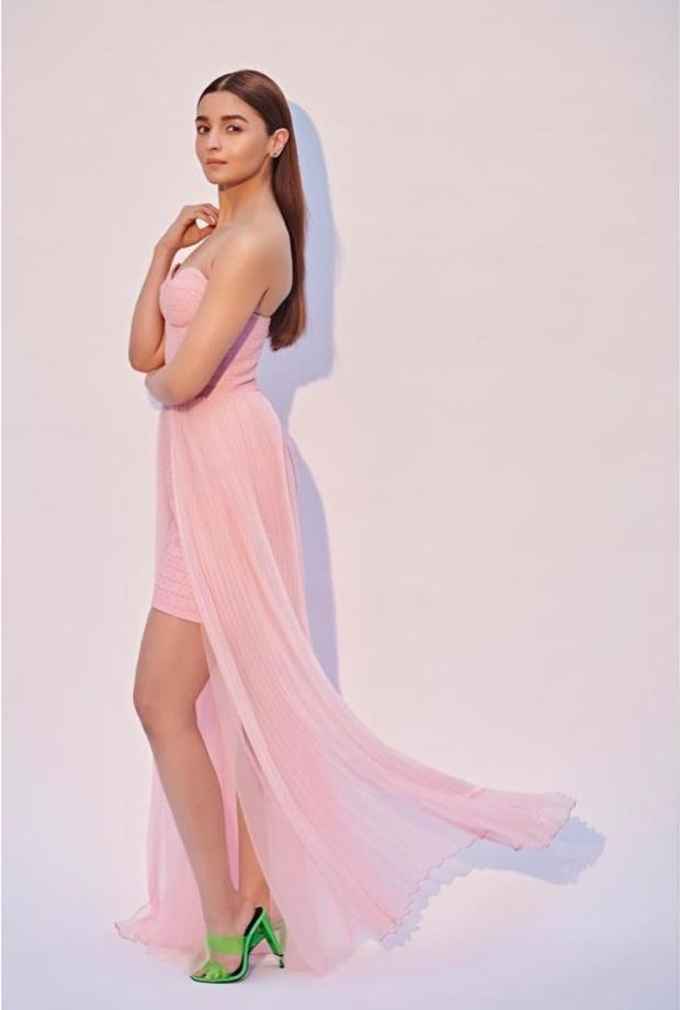 Alia Bhatt in Annakiki pretty in pink look for Gully Boy promotions (1)