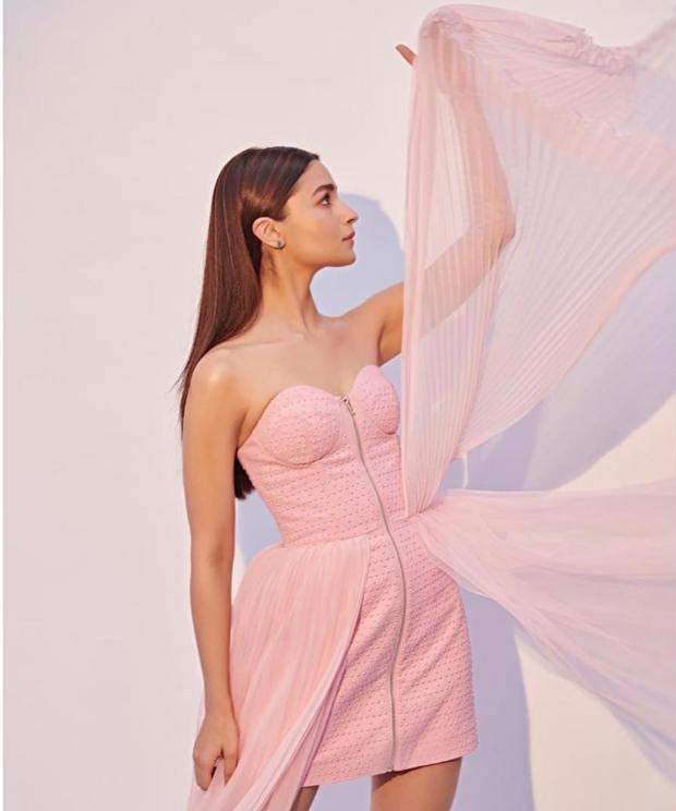 Alia Bhatt in Annakiki pretty in pink look for Gully Boy promotions (3)