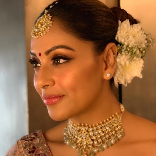 Bipasha Basu in Dolly J Studio for her sister Vijayeta Basu's wedding (2)