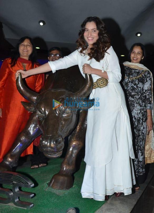 Kangana Ranaut and Ankita Lokhande snapped at Bombay Stock Exchange in Fort (1)