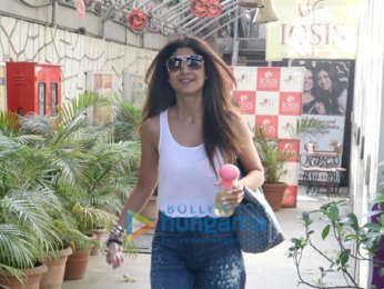 Shilpa Shetty and Ishaan Khatter spotted in Khar