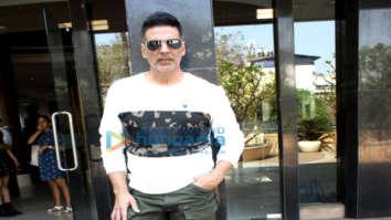 Akshay Kumar snapped promoting Kesari at Novotel in Juhu