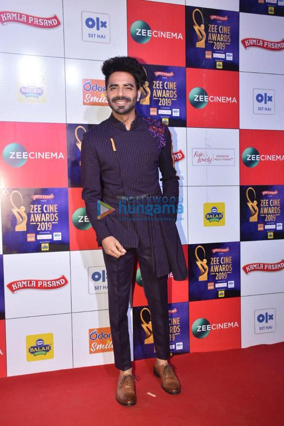 Celebs grace Zee Cine Awards 2019-01 (3)