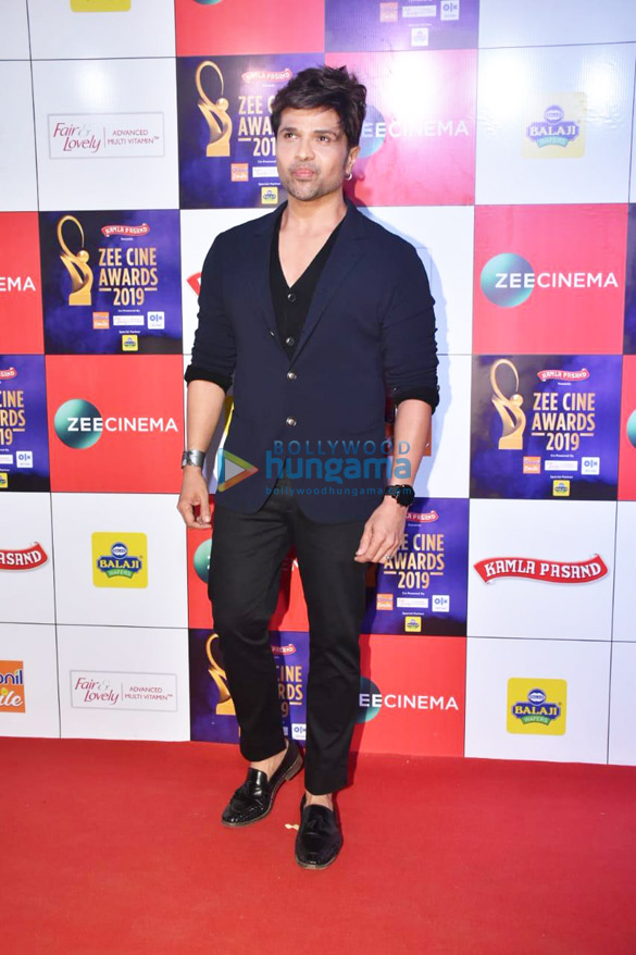 Celebs grace Zee Cine Awards 2019-01 (5)