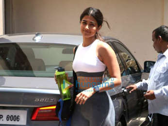 Janhvi Kapoor, Pooja Hegde and Kanika Kapoor spotted at the gym