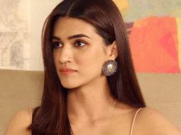 Kriti Sanon Shah Rukh Khan-Kajol is My FAVOURITE Couple Twitter Fan Questions
