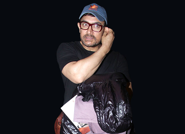 This video of Aamir Khan travelling by economy class has left fans gushing about his humility on social media!