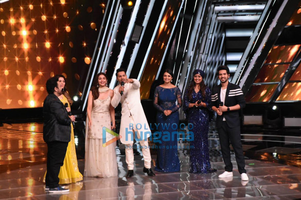 Alia Bhatt and Varun Dhawan snapped on the sets of Voice Of India (9)