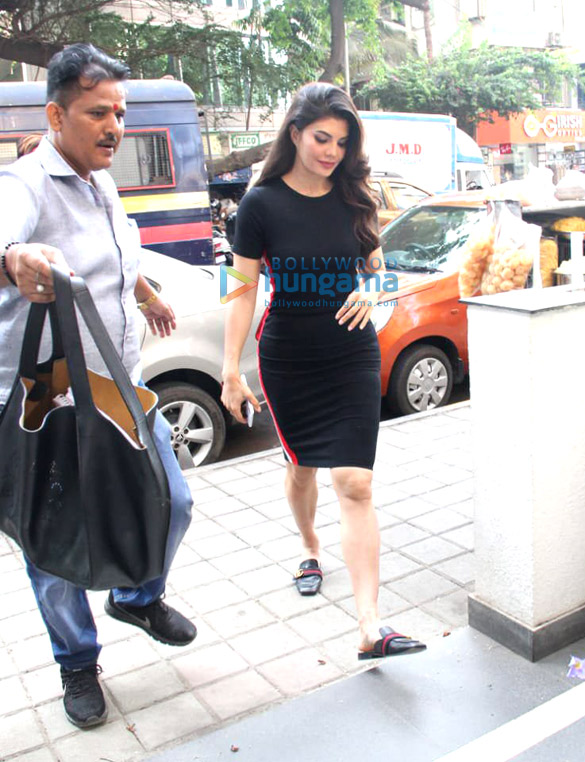 Jacqueline Fernandez spotted at a salon in Bandra (1)