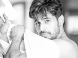 Sidharth Malhotra posts a picture while putting on a shirt and made our weekend better even before it started!