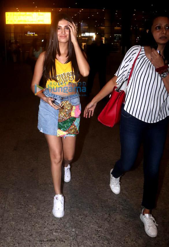 Tiger Shroff, Tara Sutaria and Ananya Pandey snapped at the airport (2)
