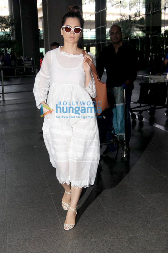 Akshay Kumar, Kangana Ranaut and others snapped at the airport (4)