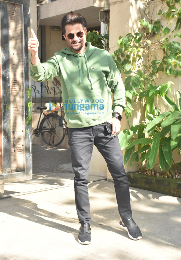 Anil Kapoor snapped at a clinic in Bandra (2)