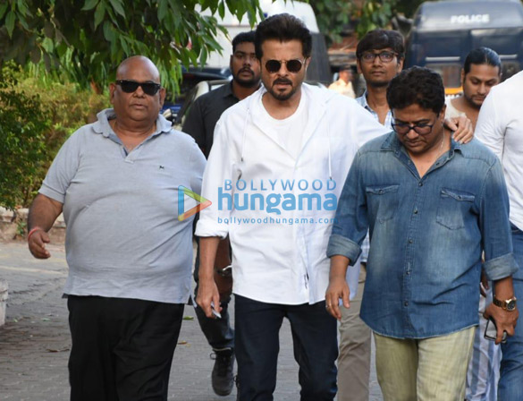 Celebs snapped at Ajay Devgn's house arriving to pay their condolence (127)