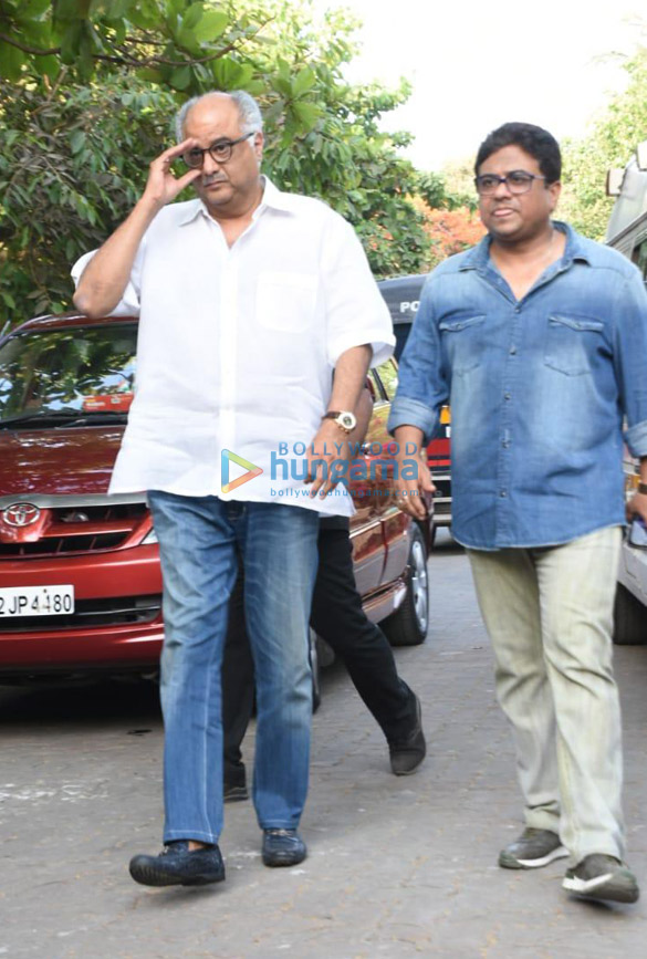 Celebs snapped at Ajay Devgn's house arriving to pay their condolence (128)