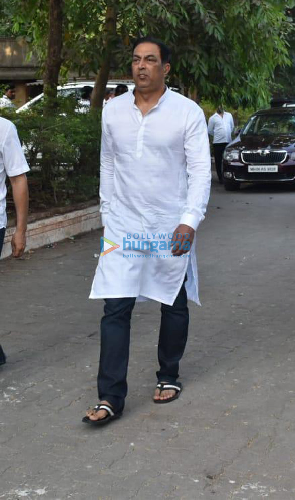 Celebs snapped at Ajay Devgn's house arriving to pay their condolence (134)