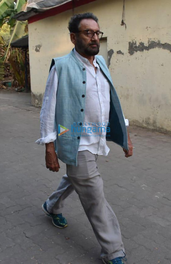 Celebs snapped at Ajay Devgn's house arriving to pay their condolence (139)