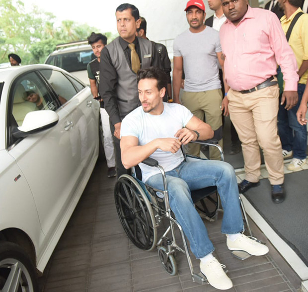 Tiger Shroff obliges fan's requests during Student Of The Year 2 promotions despite being injured [See photos]