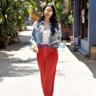 Kiara Advani snapped in Khar