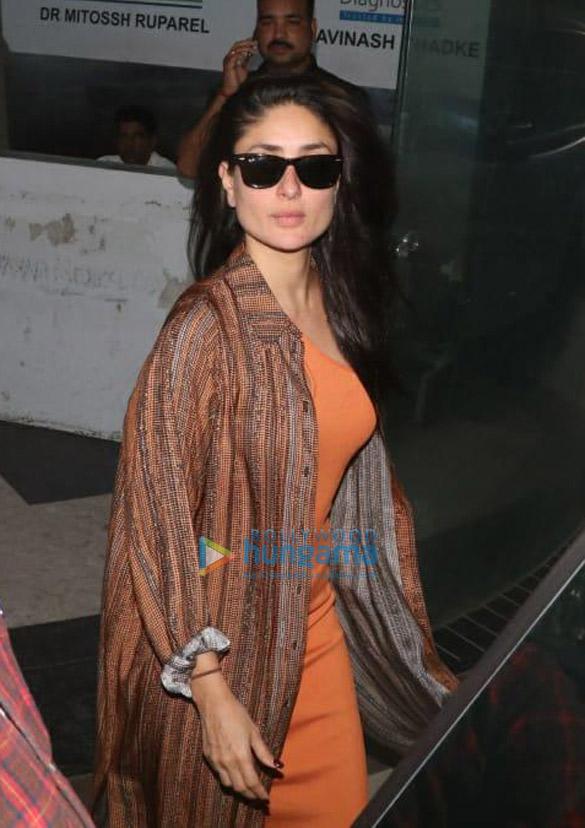 Photos Kareena Kapoor Khan and Saif Ali Khan snapped at a clinic in Bandra (3)