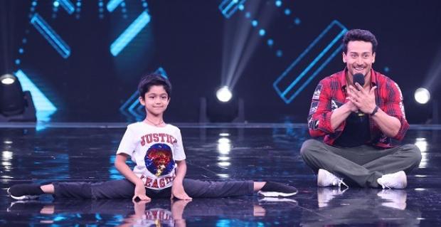 Shilpa Shetty's son Viaan Raj Kundra does cartwheel with his idol Tiger Shroff on Super Dancer Chapter 3